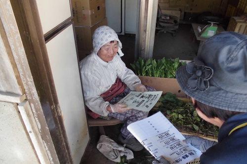 新井原中でほうれん草.JPG